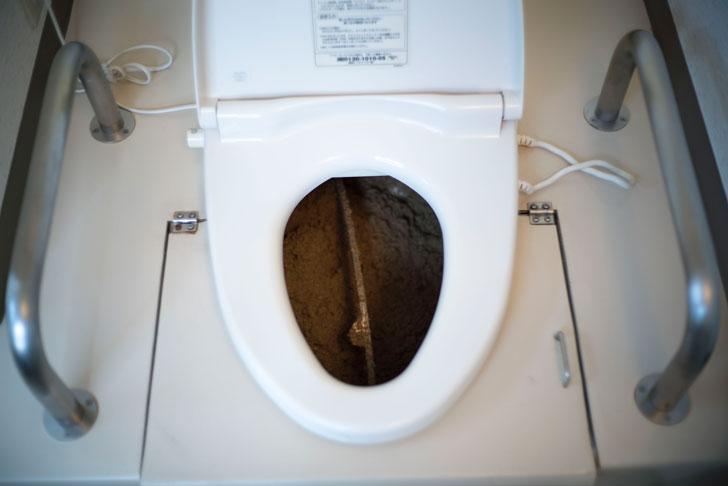 おがくずトイレの中