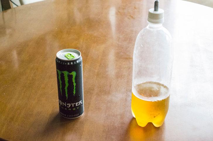 普通のモンスターエナジーと強炭酸仕様のモンスターエナジー