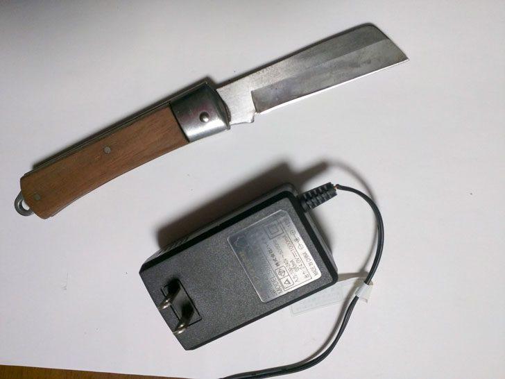 電工ナイフを使用