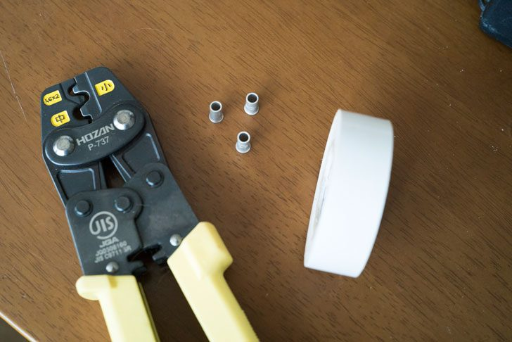 圧着工具とリングスリーブとビニルテープ