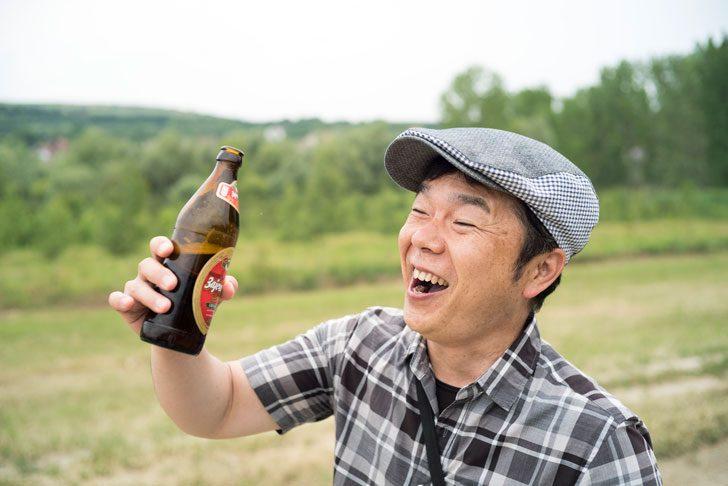 川べりでビール