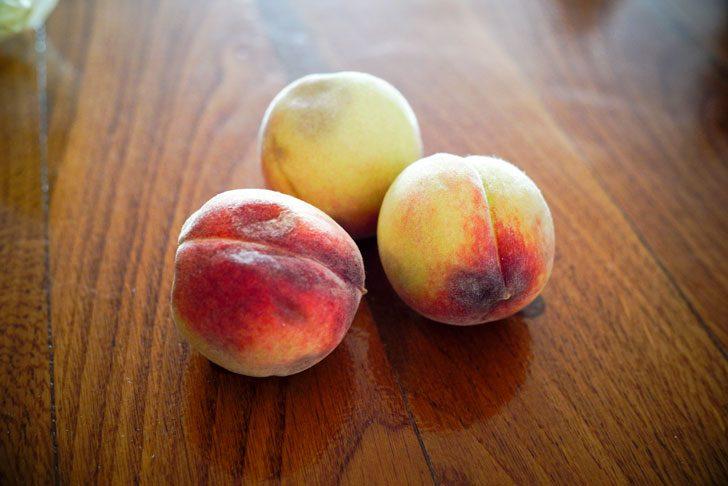購入した桃、どこか傷んでいることがほとんど