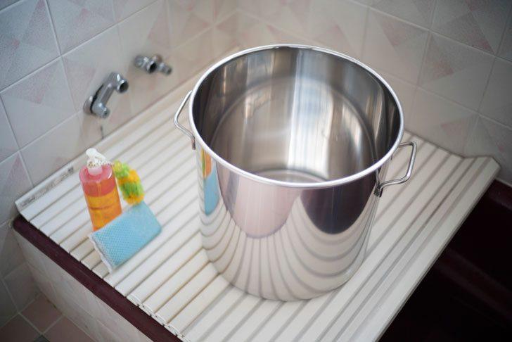 ビール鍋をお風呂で洗う