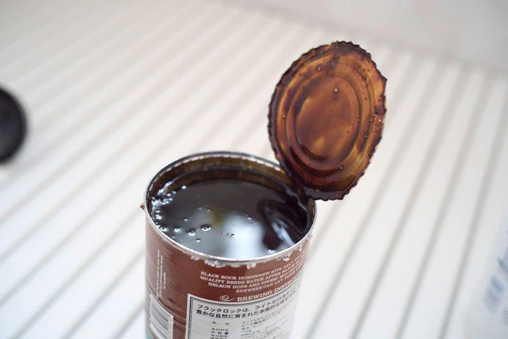 モルト缶を缶切りで開ける