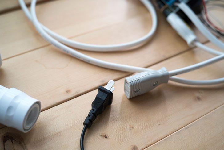 電磁弁のACアダプターをリレーの先に取り付け