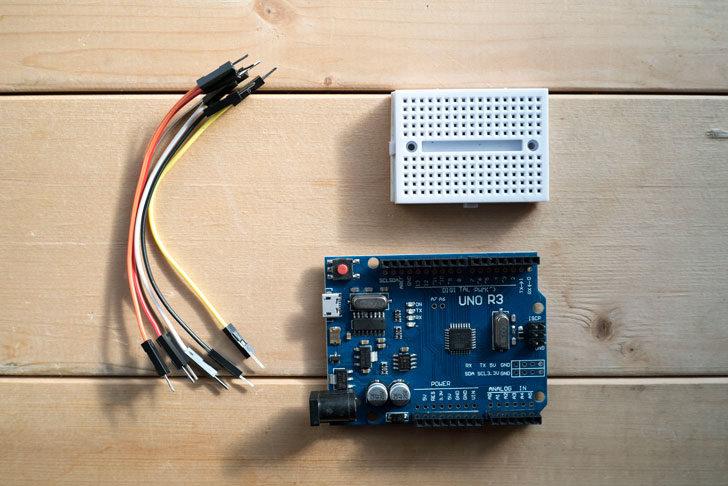 Arduino、ジャンパーケーブル、ブレットボード