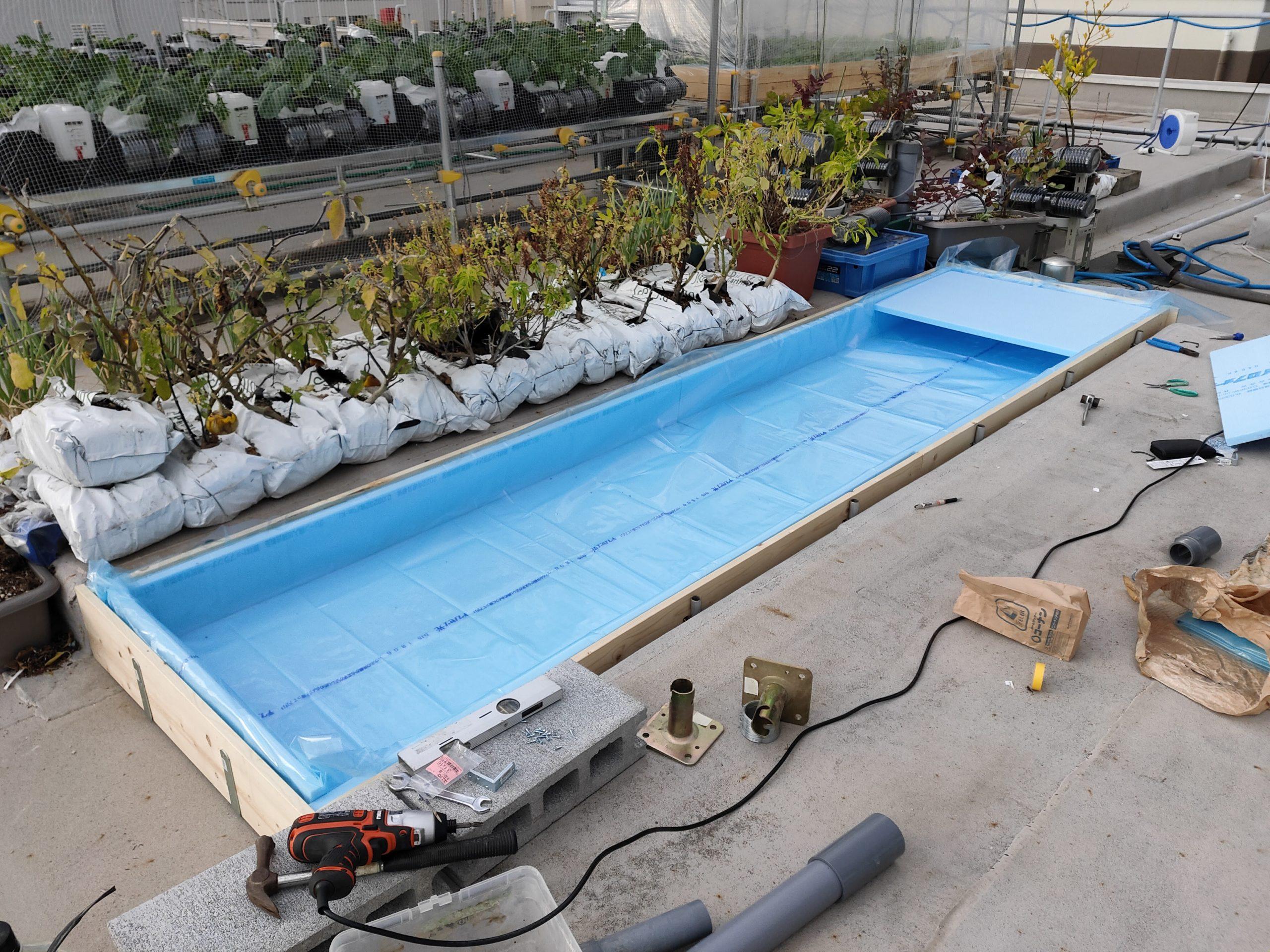 屋上水耕栽培設置風景